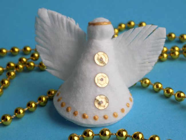 Ангелочек из ватных дисков